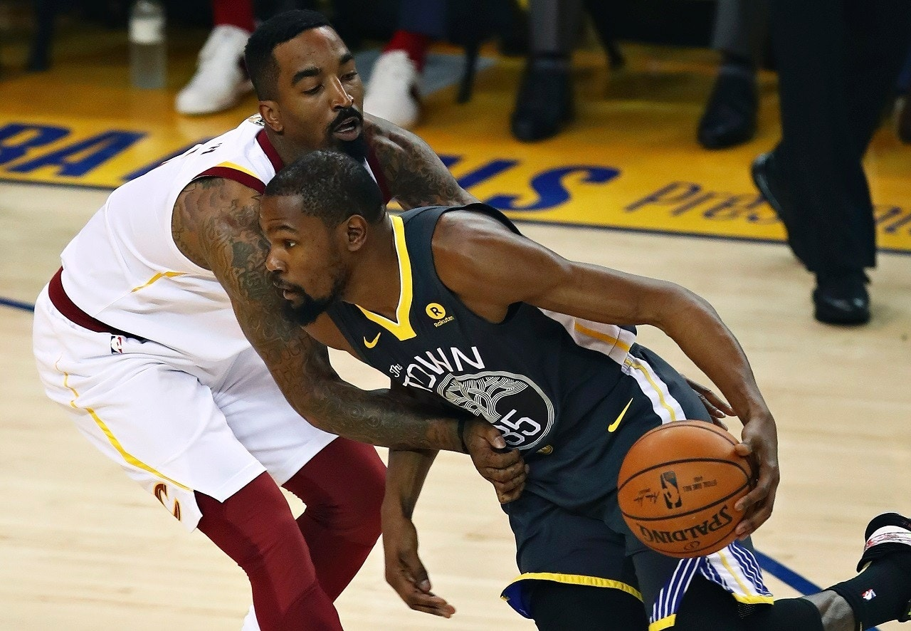 (AP) It appears J.R. Smith has become a fan favorite at Oracle Arena for  his now infamous mishap that helped the Golden State Warriors take Game 1  of the ... 96e000666