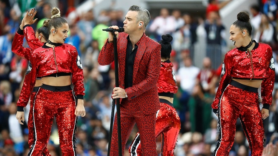 Robbie Williams gave the middle finger during his performance at the opening ceremony of the World Cup on Thursday, June 14, 2018.