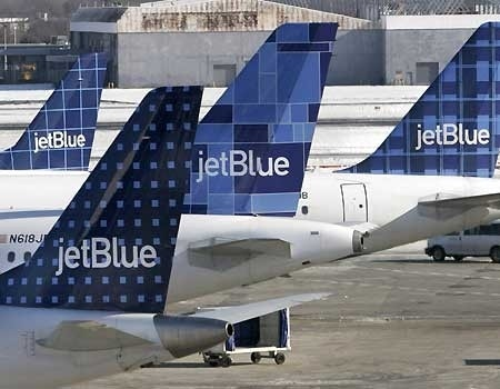 jetblue crisis feb 2007 synopsis Jetblue airways, a new beginning by david hoyt, charles o'reilly iii, hayagreeva rao,  an ice storm at jfk airport on february 14, 2007 caused 1,195 flights to be cancelled over a six day period, and stranded several planes on the taxiway for many hours jetblue, previously viewed as one of the best airlines (if not the best) for.