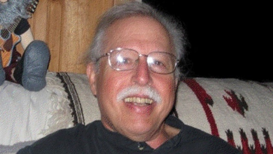 Steven Edelson, 65, of Novato, Calif., was found murdered in Costa Rica. His son has since turned to social networking sites for help in bringing his father's killer to justice.