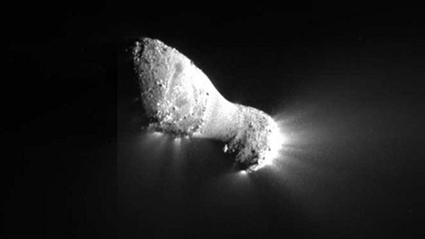 A stunning close-up photo of Comet Hartley 2 from the Nov. 4, 2010 flyby performed by NASA's Deep Impact spacecraft. This close-up view of comet Hartley 2 was captured by the spacecraft's Medium-Resolution Instrument.