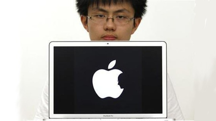Hong Kong design student Jonathan Mak is seen in Hong Kong in this October 6, 2011 file photo. Mak's tribute to Steve Jobs that generated a buzz in cyberspace following the death of the co-founder of Apple last week is not original, the teenager said on Monday.