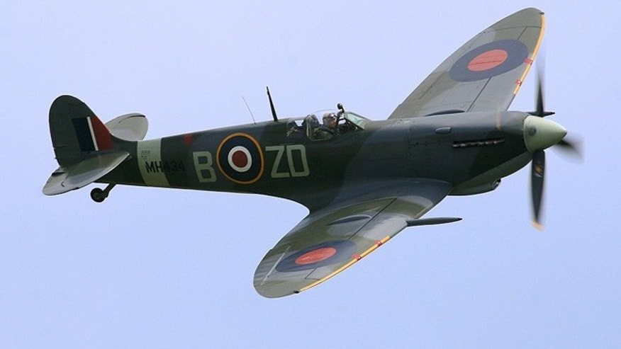 A Spitfire LF Mk IX, flown by Ray Hanna in 2005.