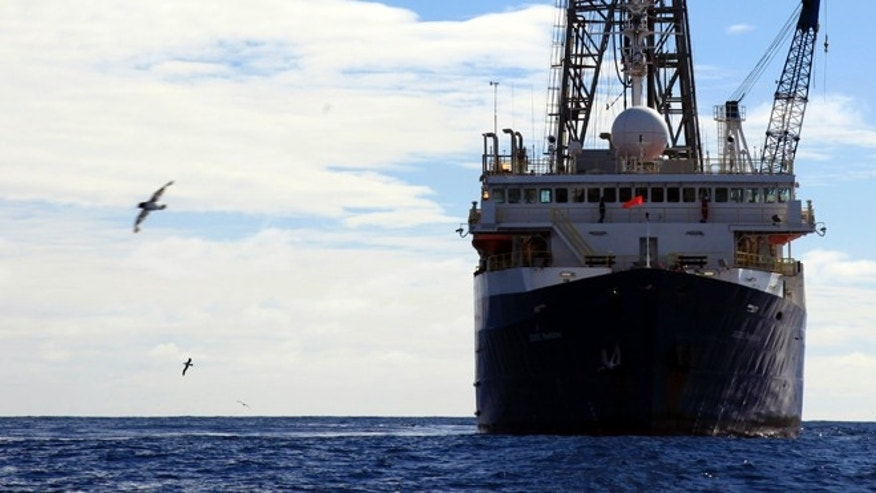 The scientists used the drillship JOIDES Resolution to recover sediment cores off the Antarctic coast. Drilling reached a depth of more than 1,000 m below the sea floor.