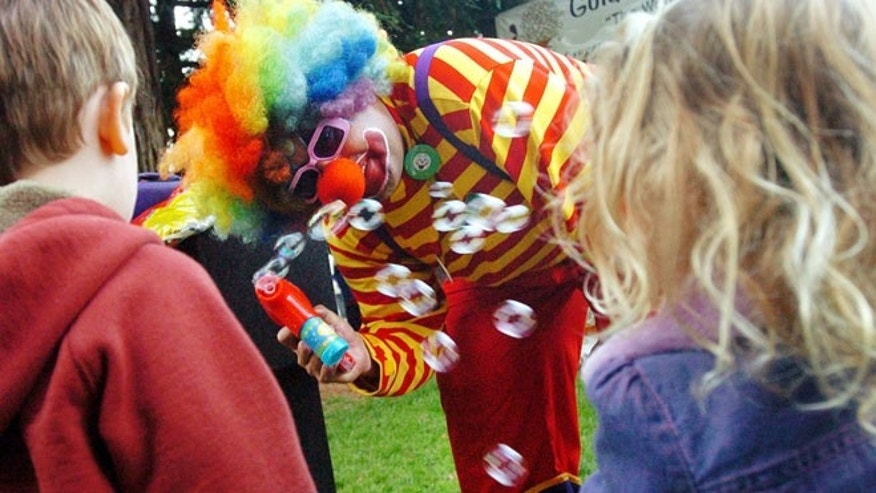 "Sept. 27, 2006: ""Kenny the Clown,"" otherwise known as Kenneth Kahn, entertains Samuel Hogg 3, left, and Kaya Clementi, 3,  right,  during the Fairfax Farmer's Market in Marin County, Calif."