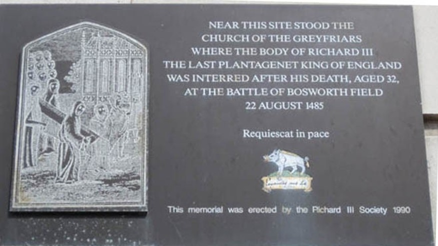 A memorial plaque on Grey Friars Street, erected by the Richard III Society in 1990.