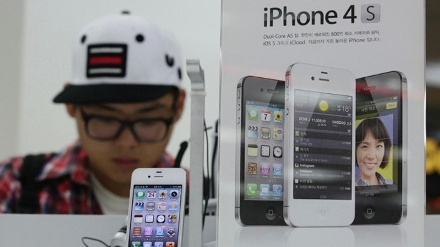 Aug. 24, 2012: An Apple's iPhone 4S is displayed at a local store in Seoul, South Korea.