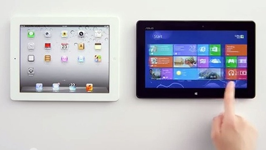 A new ad for Microsoft Windows 8 pits tablet against tablet, and enlists Apple's Siri to support Microsoft's cause.
