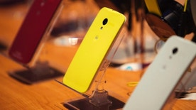 Different colored examples of Motorola's new Moto X phones rest on a table at a launch event in New York, August 1, 2013.  REUTERS/Lucas Jackson (UNITED STATES  - Tags: SCIENCE TECHNOLOGY BUSINESS TELECOMS)   - RTX127J2