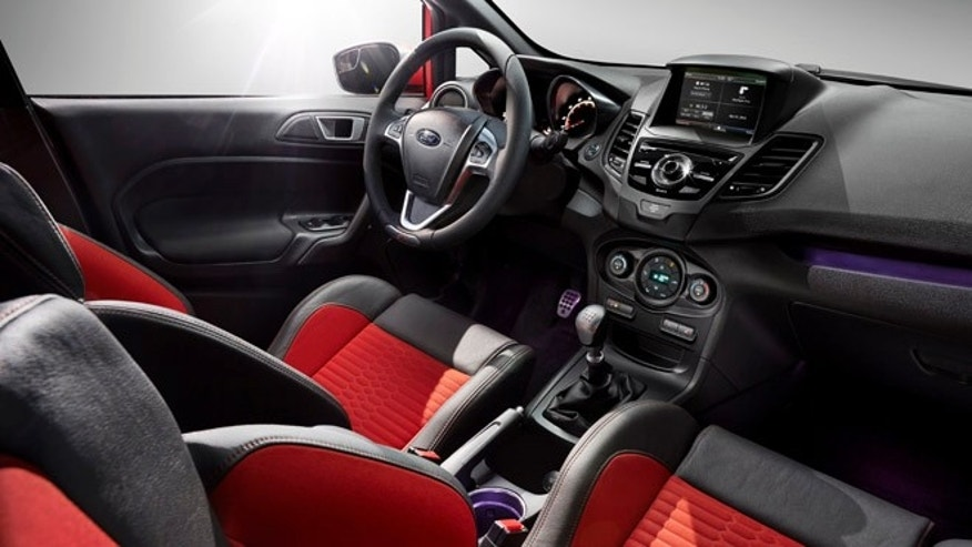 The Ford Fiesta 2014 allows smartphone apps in the dashboard and puts basic voice recognition into mainstream vehicles with its Sync and MyFord Touch system, but Ford has added back volume and tuning knobs to the 2014 model.