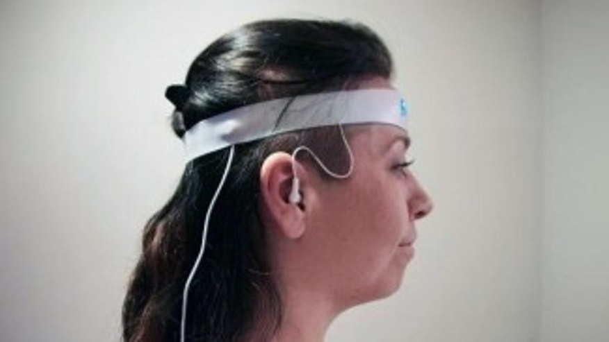 Luci, a new project on Kickstarter, incorporates an EEG electrode that can read your brainwaves to help induce lucid dreaming.