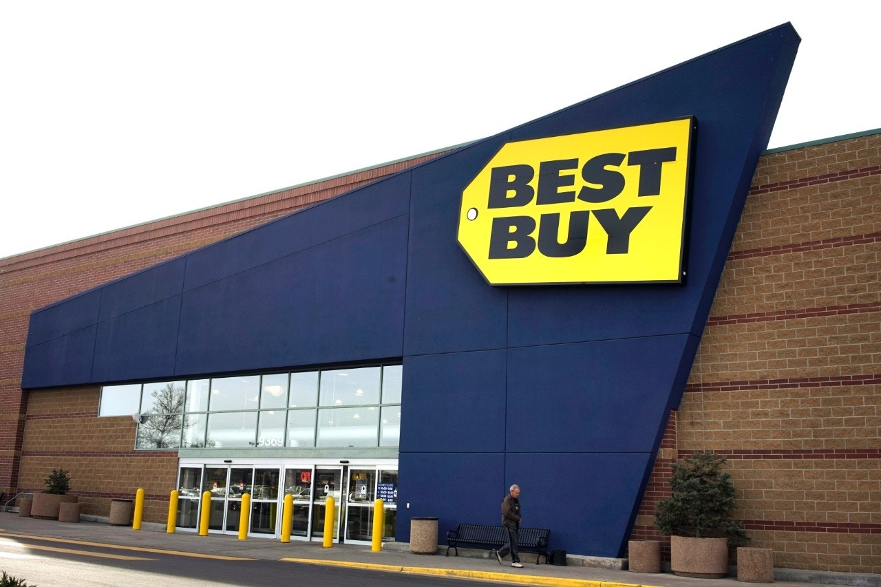 Best Buy Black Friday madness begins with a $900 4K UHD Samsung TV