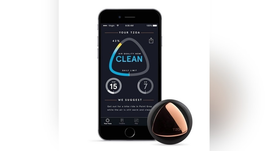 Tzoa is a wearable device that tracks air pollution, humidity and temperature.