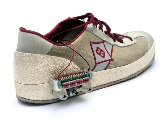'Smart shoe' devices could charge up as you walk