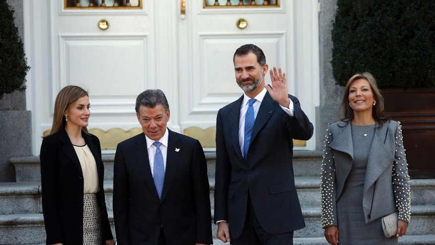 File photo - Spanish Queen Letizia (L-R), Colombian President Juan Manuel Santos, Spanish King Felipe and Colombian First Lady Maria Clemencia Rodriguez pose before a luncheon at Zarzuela Palace outside Madrid March 1, 2015.