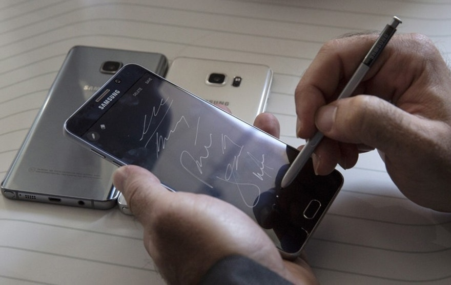 A man writes on a Samsung Galaxy Note 5 at the product's launch event in New York Aug. 13, 2015.