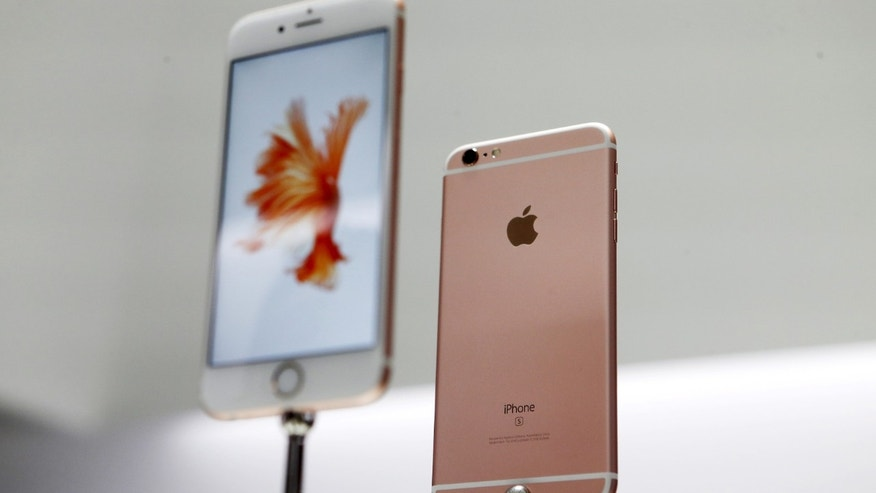 The new Apple iPhone 6S and 6S Plus are displayed during an Apple media event in San Francisco, California, Sept. 9, 2015.