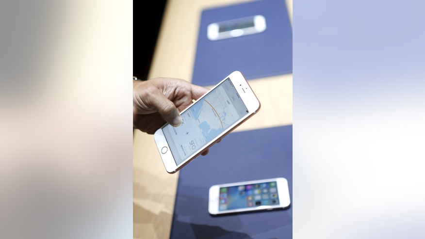 The Apple iPhone 6s and 6s Plus are displayed during an Apple media event in San Francisco, Calif., Sept. 9, 2015 (REUTERS/Beck Diefenbach)