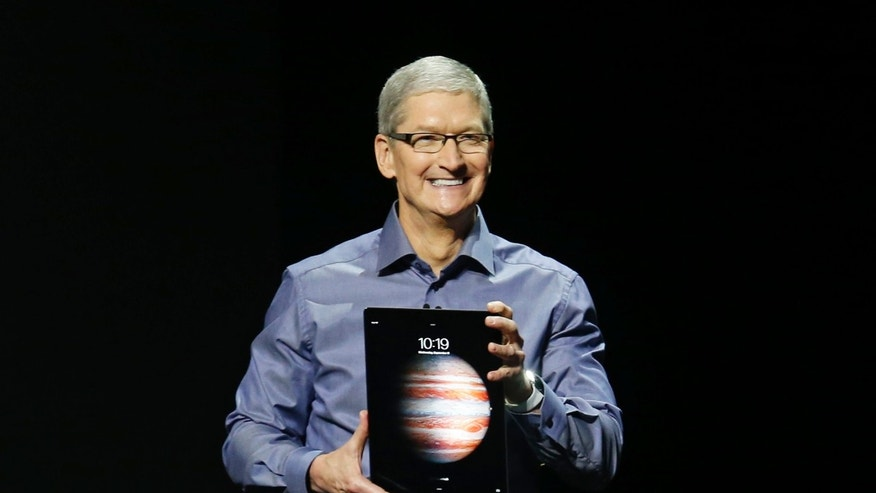 Apple CEO Tim Cook introduces the new iPad Pro during an Apple media event in San Francisco, California, September 9, 2015. Reuters/Beck Diefenbach - RTSCOY