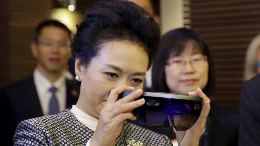 File photo - Peng Liyuan, wife of Chinese President Xi Jinping, examines Microsoft's HoloLens device during a tour of Microsoft's main campus in Redmond, Washington Sept. 23, 2015. (REUTERS/Ted S. Warren/Pool)