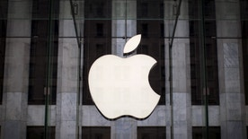 An Apple logo hangs above the entrance to the Apple store on 5th Avenue in the Manhattan borough of New York City, July 21, 2015. Apple Inc said it is experiencing some issues with its App Store, Apple Music, iTunes Store and some other services. The company did not provide details but said only some users were affected. Checks by Reuters on several Apple sites in Asia, Europe and North and South America all showed issues with the services. REUTERS/Mike Segar - RTX1L8LJ