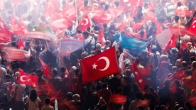Supporters of Turkish President Tayyip Erdogan wave Turkish national flags during a pro-government demonstration on Taksim square in Istanbul, Turkey, July 19, 2016.  REUTERS/Alkis Konstantinidis - RTSIQZE