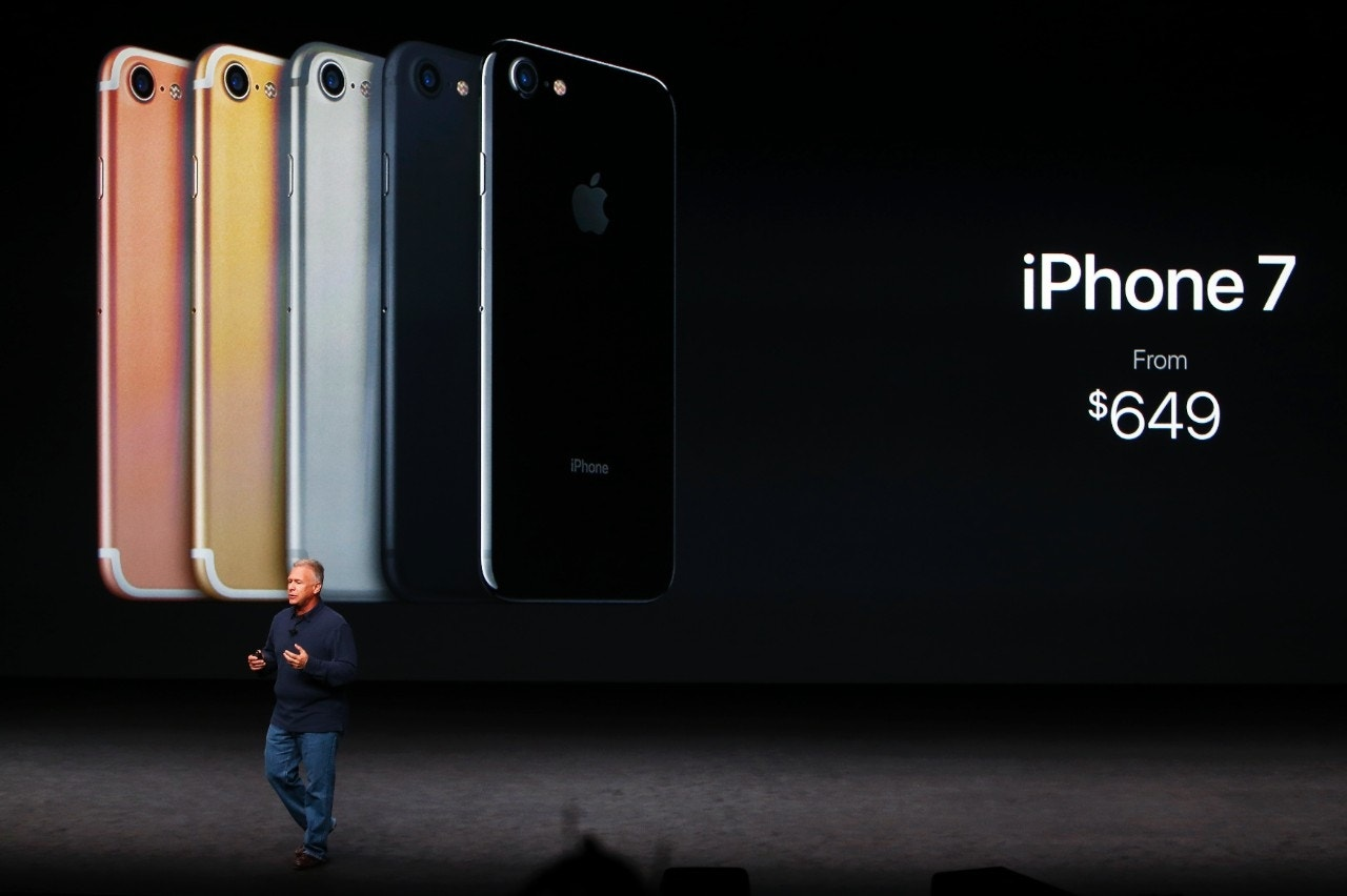 apple unveils new iphones the iphone 7 and 7 plus fox news. Black Bedroom Furniture Sets. Home Design Ideas