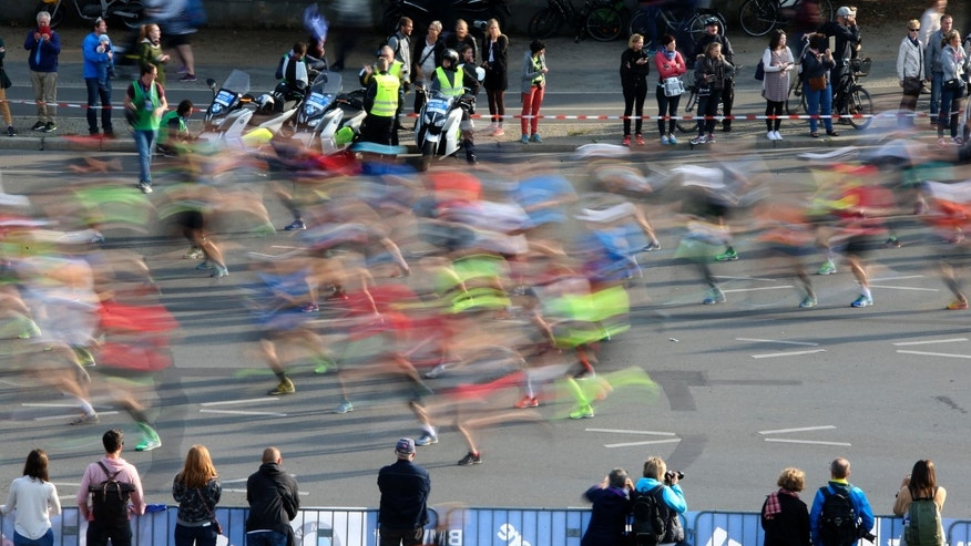 Runners compete at the Berlin marathon in Berlin, Germany, September 25, 2016. (REUTERS/Fabrizio Bensch)