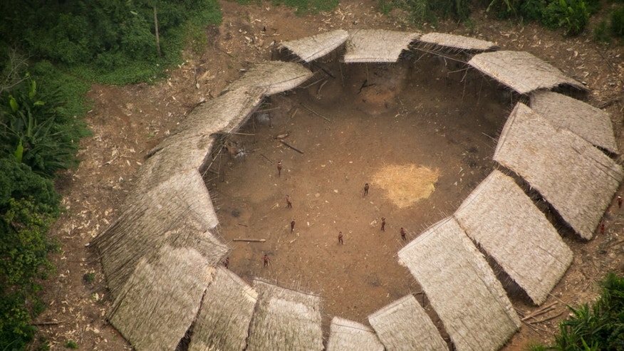 Uncontacted Yanomami yano (communal house) in the Brazilian Amazon, photographed from the air in 2016 (© Guilherme Gnipper Trevisan/FUNAI/Hutukara).