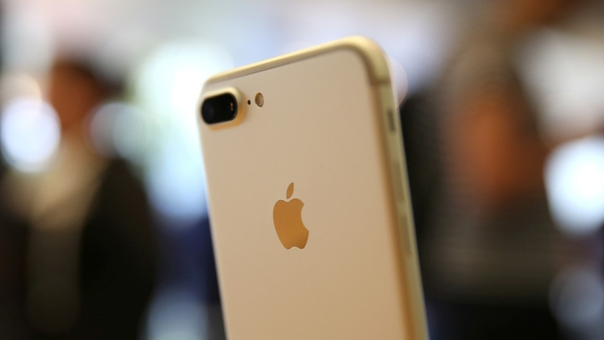 File photo - The new iPhone 7 smartphone is displayed inside an Apple Inc. store in Los Angeles, California, U.S., Sept. 16, 2016. (REUTERS/Lucy Nicholson)