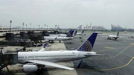 United Airlines planes are seen on platform at the Newark Liberty International Airport in New Jersey, July 8, 2015. United Airlines resumed flights at all U.S. airports on Wednesday after they were grounded due to computer issues, according to the Federal Aviation Administration. The FAA issued the order to prevent all United Airlines flights from taking off following a systemwide computer glitch, which was resolved, the agency said. REUTERS/Eduardo Munoz - RTX1JLHV