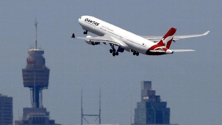 A Qantas Airways Airbus A330-300 jet takes off from Sydney International Airport over the city skyline, December 18, 2015. (REUTERS/Jason Reed/File photo)