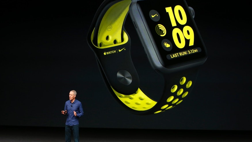 Apple Inc. COO Jeff Williams discusses the Apple Watch Series 2 with Nike+ during a media event in San Francisco, California, U.S. September 7, 2016. (REUTERS/Beck Diefenbach)