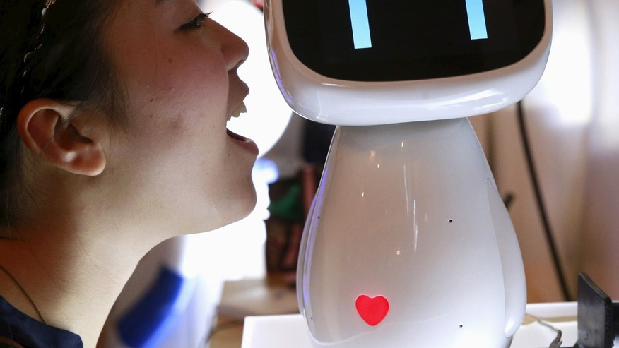 File photo: A visitor speaks to Baidu's robot Xiaodu at the 2015 Baidu World Conference in Beijing, China, September 8, 2015. Xiaodu, an artificial intelligent robot developed by Baidu, has access to the company's search engine database and can respond to voice commands, Baidu says. (REUTERS/Kim Kyung-Hoon)
