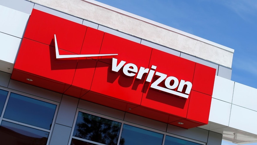 File photo: The logo of Dow Jones Industrial Average stock market index listed company Verizon is seen at a retail store in San Diego, California April 21, 2016. (REUTERS/Mike Blake )