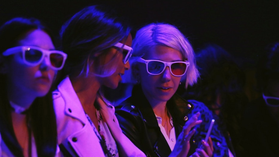File photo: Actress Zosia Mamet (R) wears 3-D glasses as she watches a presentation of Rebecca Minkoff's Spring/Summer 2015 collection during New York Fashion Week September 5, 2014. (REUTERS/Lucas Jackson)