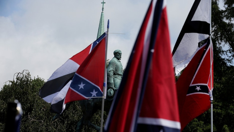 File photo - Members of white nationalists rally around a statue of Robert E. Lee in Charlottesville, Virginia, U.S., Aug. 12, 2017. (REUTERS/Joshua Roberts)