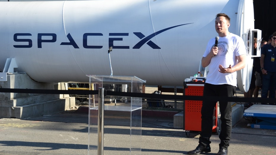SpaceX CEO Elon Musk talks at the latest Hyperloop competition in Hawthorne, Calif. (Credit: Meredith Rutland Bauer)