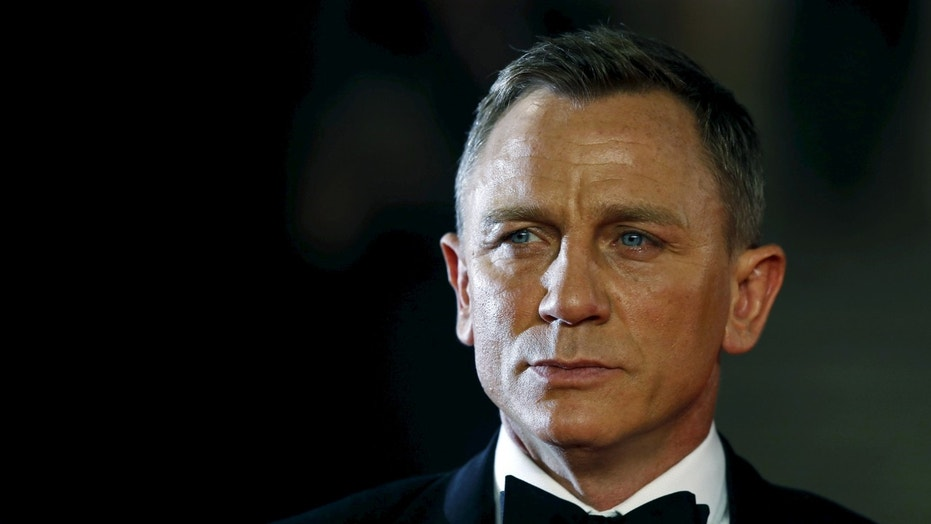 "File photo: Daniel Craig poses for photographers as he attends the world premiere of the new James Bond 007 film ""Spectre"" at the Royal Albert Hall in London, Britain, October 26, 2015. (REUTERS/Luke MacGregor)"