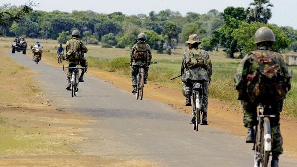 Special Task Force soldiers on bicycles patrol near Vellavely village, which was territory formerly controlled by the Tamil Tiger rebels, in Batticaloa May 28, 2007. Suspected Tamil Tiger rebels attacked a police commando truck with a roadside bomb on Monday near the capital Colombo, wounding 20 civilians and four troops, the military said. REUTERS/Buddhika Weerasinghe  (SRI LANKA)