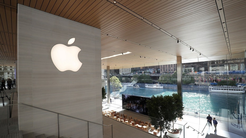 Apple Takes Heat for Chicago Store's Falling Ice Problem
