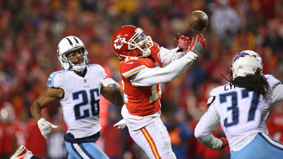 Kansas City Chiefs wide receiver Albert Wilson (12) reaches for a pass while surrounded by Tennessee Titans defenders, Jan. 6, 2018.