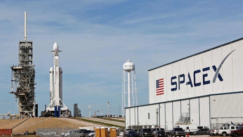1518707955843 - SpaceX's satellite broadband receives FCC Chairman's support
