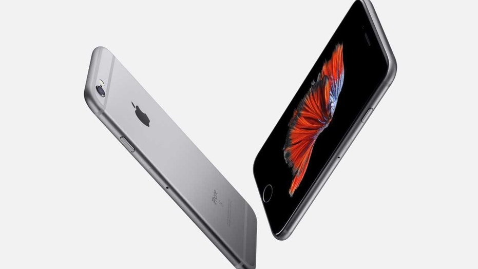 apple iphone 6s Apple knew iPhone 6 would bend before launch, report says Apple knew iPhone 6 would bend before launch, report says 1527260998052