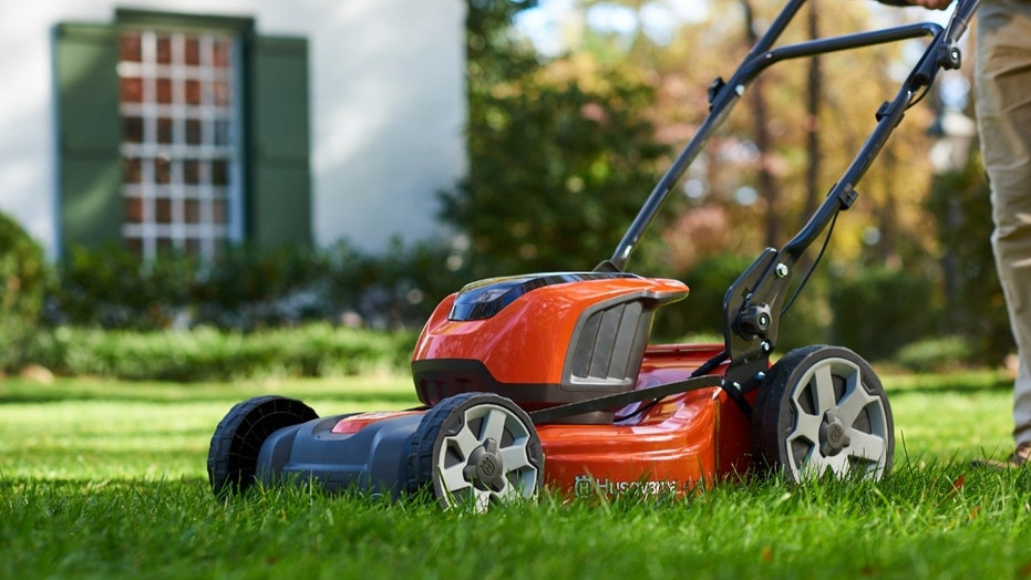 Top Battery Powered Lawn Care Gear