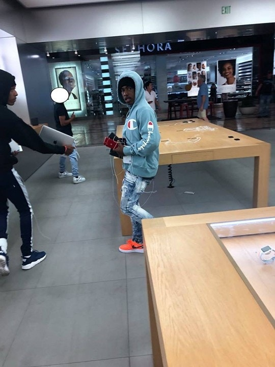 Another Apple Store Robbed in California; 4 Suspects Sought