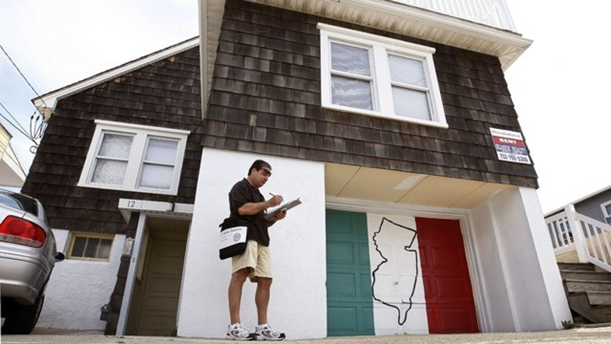 A U.S. Census worker tries to determine who lives in the house featured in the TV show 'Jersey Shore'