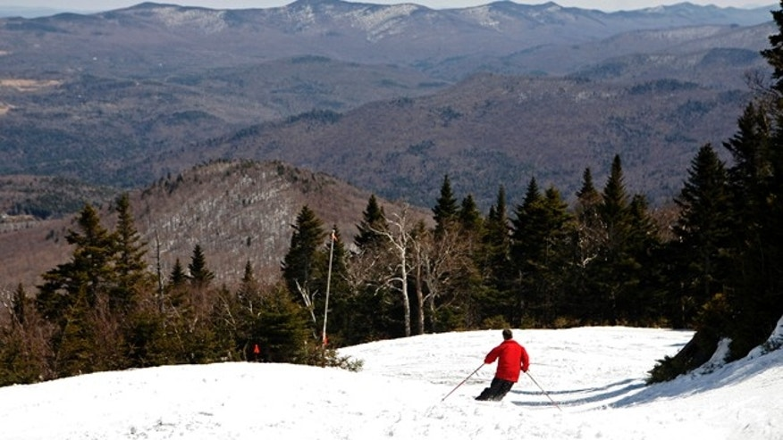 A man skis down a trail leading from the summit of the 3,975-foot Lincoln Peak, part of the Sugarbush ski area in the Green Mountain National Forest near Warren, Vermont April 19, 2009. Skiers were benefiting from the nearly 300 inches of snowfall in the high alpine region of New England this winter, making for excellent spring skiing conditions.   REUTERS/Mike Segar    (UNITED STATES SPORT ENVIRONMENT)
