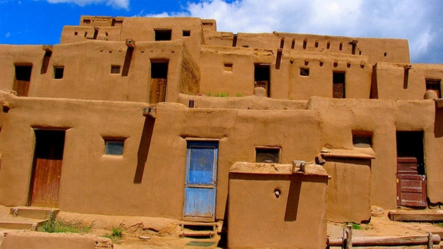 Pueblo de Taos is an adobe settlement of the Pueblo Indians in New Mexico that is today recognized as a World Heritage Site.