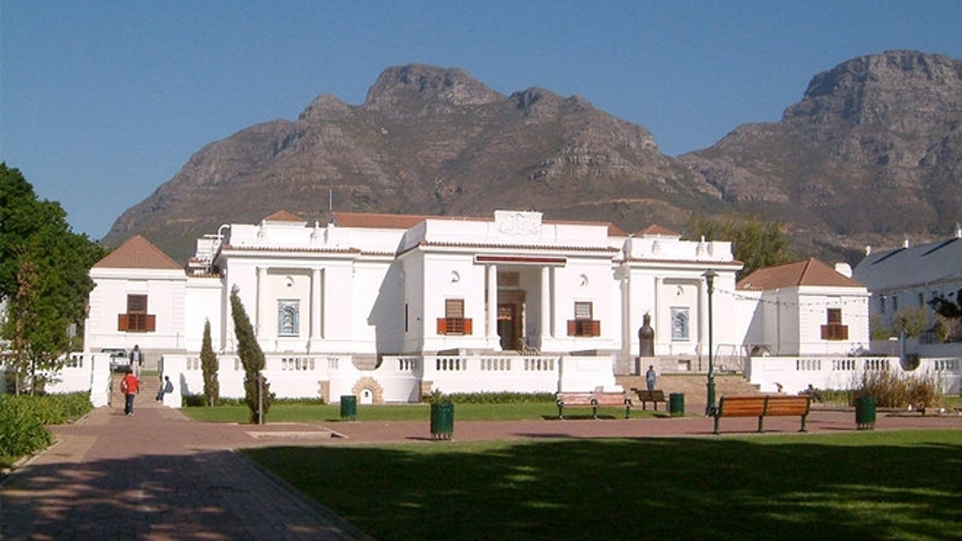 South African National Gallery has largely of Dutch, French and British works from the 17th to the 19th century and an authoritative collection of sculpture and beadwork.